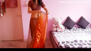 Young desi wife free porn clips of wearing sari