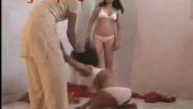 Desi girls spanking and showing their hot body