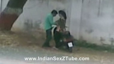 North Indian Lovers in public road side sex