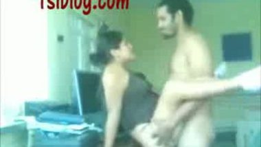 Paki bhabi hard fucked by hubby's friend