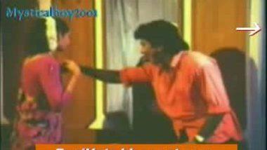 boy friend removing dress of mallu aunty for sex in mallu masala