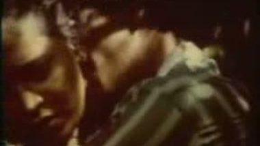 Hottest Smooch from Desi Movie – FSIBlog.com