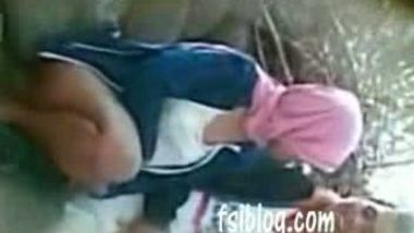 Outdoor fucking of an Indian adult porn