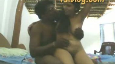 Desi village bhabi first time with hubby's friend mms