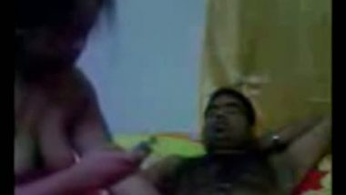 Desi aunty satisfying hubby's friend in sex