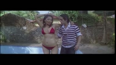Desi girl exposed her slim figure on Bollywood Masala