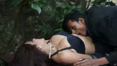 Indian gorgeous girl outdoor sex with driver