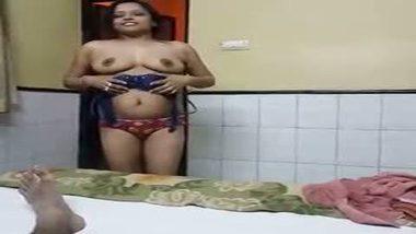 Naughty Pune bhabhi strips naked for her devar