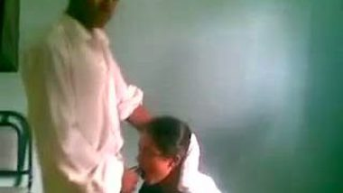 Desi college girl boob press & foreplay mms scandals