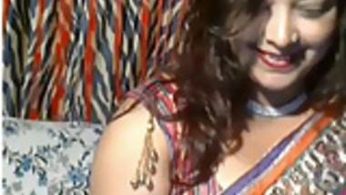 Horny Desi Aunt on webcam
