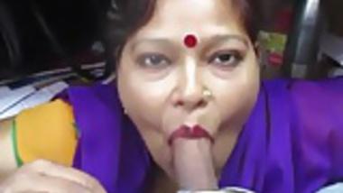 Desi aunty giving blowjob and deepthroat drank cum
