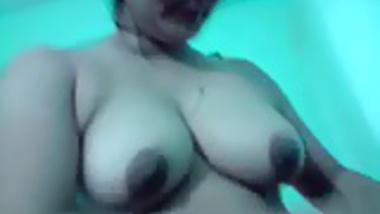 Bangla desi Good Aunty show bathing for your cum & comment