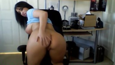 Sexy Teen Hottie Shows Off Her Fat Ass & Cunt On Home Cam