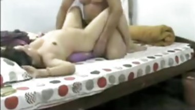 Indian MILF gets her pussy pumped in bed