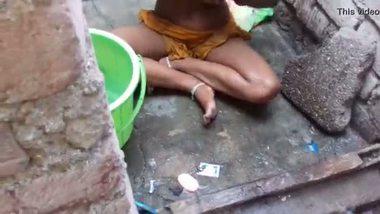 Desi outdoor bath of a teen girl to her lover