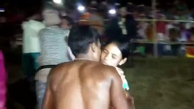 Indian Christmas special – Open kissing competition MMS