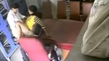 Gujarati bhabhi having an office sex MMS