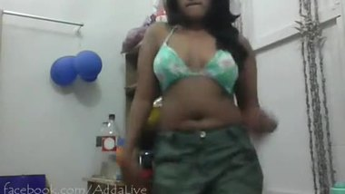 Bollywood sex video of a teen girl dancing seductively
