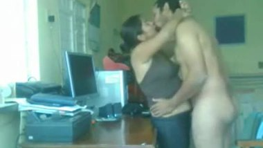 Naughty housewife having fun with the serviceman