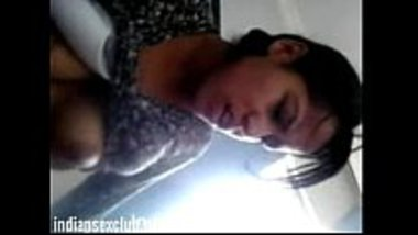 Hot desi college girl's leaked video