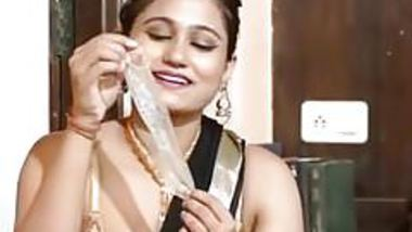 Desi mature aunty playing with condom
