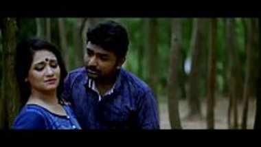 Tamil sex movie showing a busty bhabhi in action