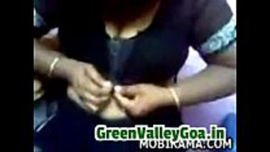 Tamil aunty finding it hard to unbutton her blouse