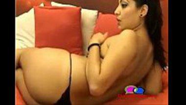 Mallu girl showing her body as a desi cam girl