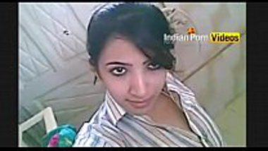 Punjabi girl dances and exposes her hot tits