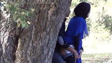 Desi Indian muslim girl hand job in outside Hidden cam