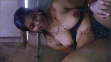 Horny Mallu Bhabhi Exposing Big Boobs And Hairy Pussy