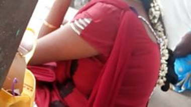 Tamil hot married girl showing her curves in busstop