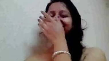 Northindian Aunty's Nude Body filmed, exposed by BF