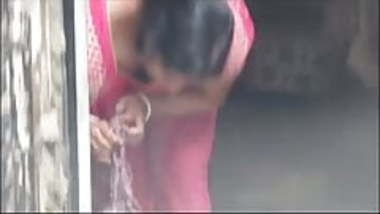 indian aunty working cleavage