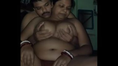 Pressing Big Chubby Boobs Of Bengali Aunty