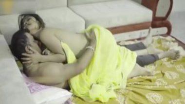 Indian Bhabhi In Yellow Saree Having Secret Sex